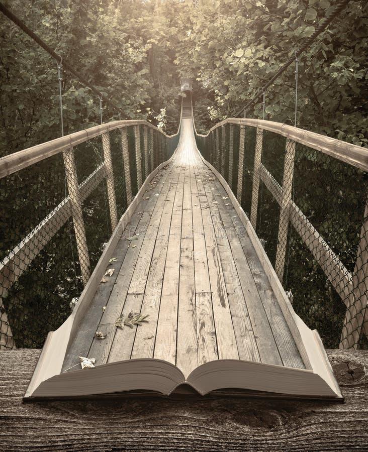 Τρόπος από τη γέφυρα σε ένα δάσος στις σελίδες του βιβλίου, τρύγος στοκ φωτογραφία με δικαίωμα ελεύθερης χρήσης