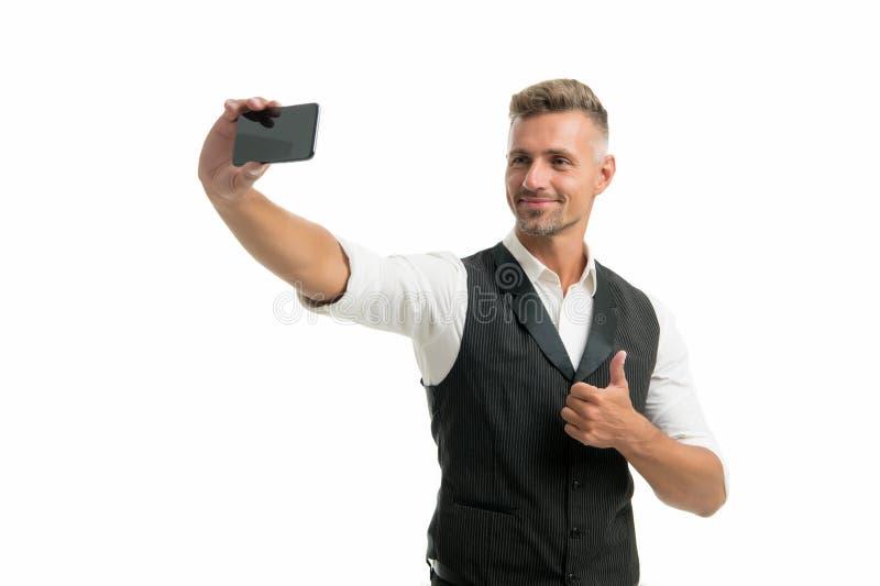 Τρόπος ζωής blogger Όμορφο καλά καλλωπισμένο άτομο που παίρνει selfie τη φωτογραφία για το προσωπικό blog Σε απευθείας σύνδεση bl στοκ φωτογραφία