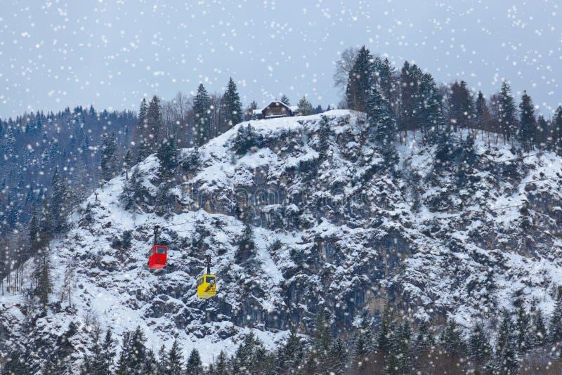 Τρόπος καλωδίων στο χιονοδρομικό κέντρο ST Gilgen - Αυστρία βουνών στοκ φωτογραφία με δικαίωμα ελεύθερης χρήσης