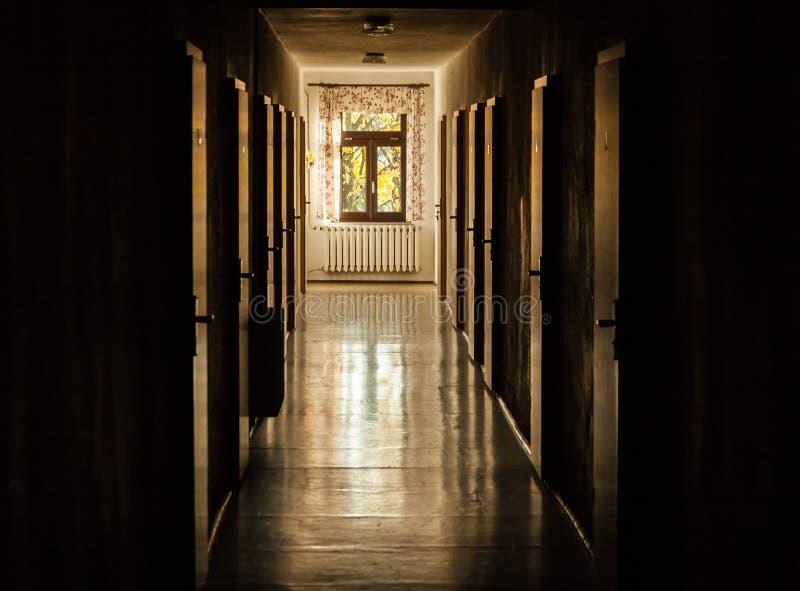 Τρόπος με τις πόρτες μερών στοκ εικόνα με δικαίωμα ελεύθερης χρήσης