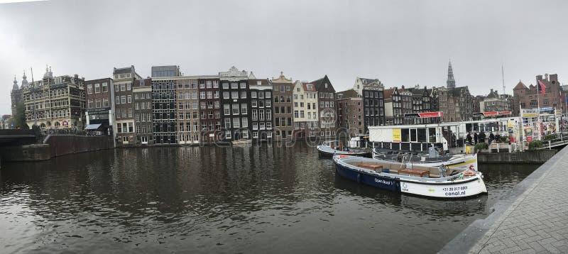 Τρόπος νερού καναλιών στο Άμστερνταμ, Ολλανδία στοκ φωτογραφίες με δικαίωμα ελεύθερης χρήσης