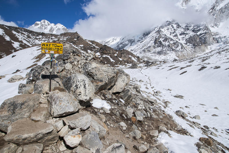 τρόπος στο στρατόπεδο βάσεων Everest στοκ φωτογραφία με δικαίωμα ελεύθερης χρήσης