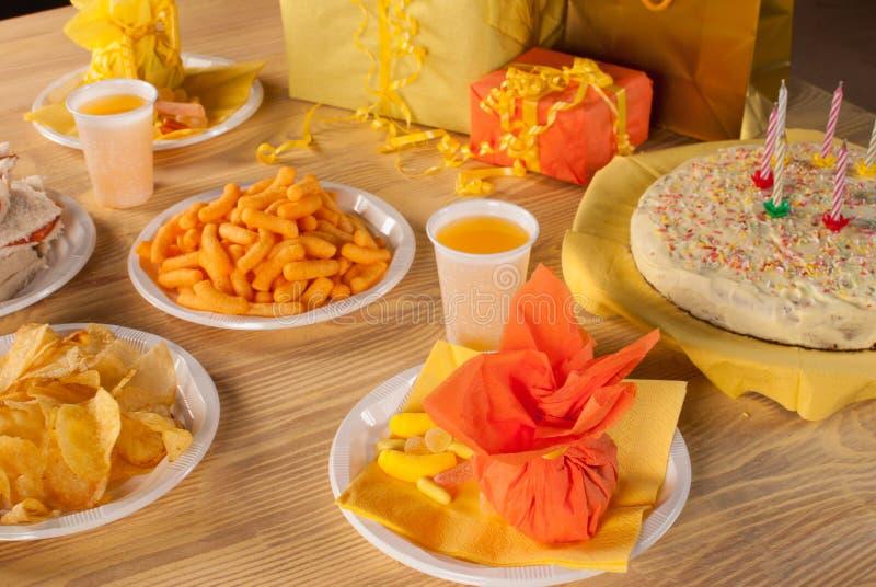 Τρόφιμα γενεθλίων στοκ φωτογραφία με δικαίωμα ελεύθερης χρήσης