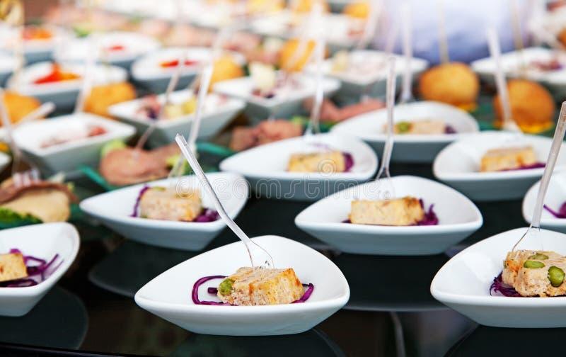 Τρόφιμα για το κοκτέιλ στη δεξίωση γάμου στοκ φωτογραφία