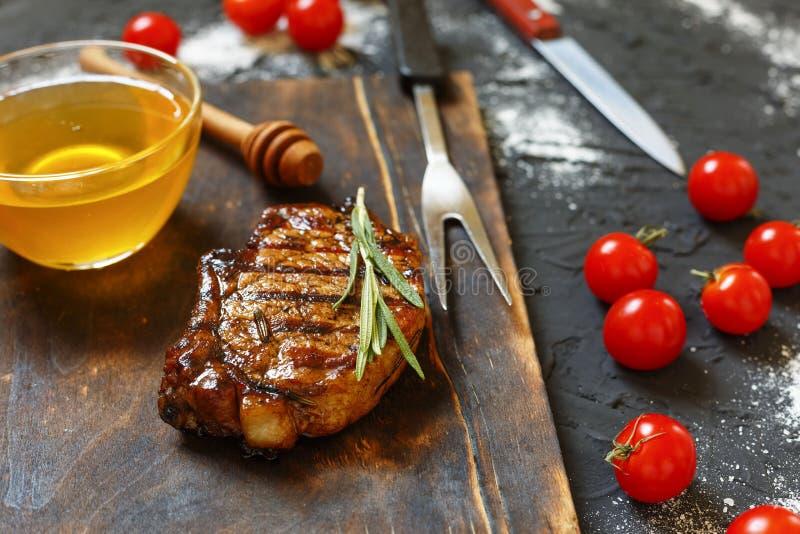 Τρόφιμα εστιατορίων, ορεκτικός, μπριζόλες σχαρών, γεύμα, σχάρα, βόειο κρέας, τρόφιμα, κρέας, σχάρα, στοκ εικόνες