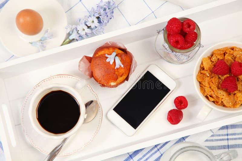 Τρόφιμα και συσκευή στοκ εικόνα με δικαίωμα ελεύθερης χρήσης