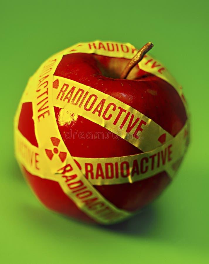 τρόφιμα μήλων ραδιενεργά στοκ εικόνες