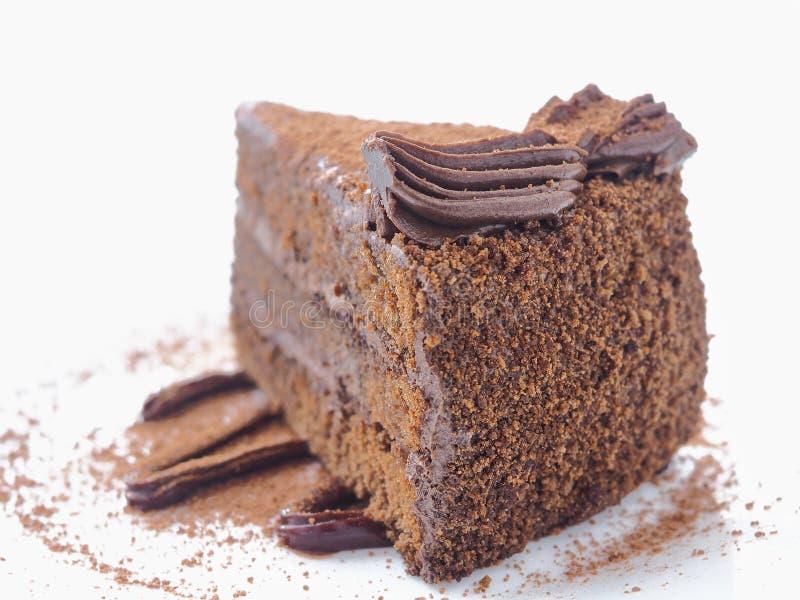 τρόφιμα μπουλεττών ανασκόπησης πολύ κρέας πολύ Κομμάτι του κέικ σοκολάτας στο λευκό Φέτα φρέσκο brownie που τακτοποιείται στο άσπ στοκ εικόνες