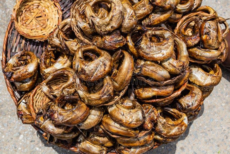 Τρόφιμα οδών στο Λάγκος Νιγηρία  Kika Eja σε ένα καλάθι στοκ εικόνες με δικαίωμα ελεύθερης χρήσης
