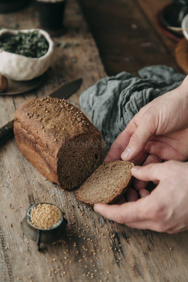 Τρόφιμα που ορίζουν και που μαγειρεύουν με τα φρέσκα συστατικά στοκ εικόνα