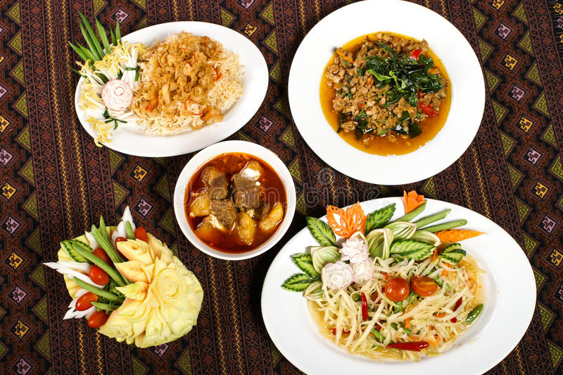 Τρόφιμα που τίθενται ταϊλανδικά για την υγεία στοκ εικόνες