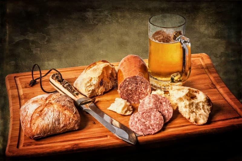Τρόφιμα σε έναν πίνακα απεικόνιση αποθεμάτων