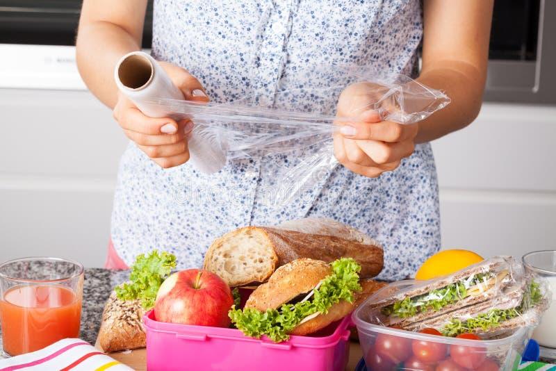 Τρόφιμα συσκευασίας για το μεσημεριανό γεύμα στοκ φωτογραφίες με δικαίωμα ελεύθερης χρήσης