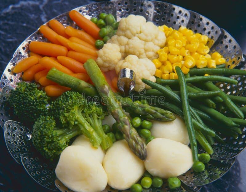 τρόφιμα υγιή βρασμένα στον ατμό λαχανικά στοκ εικόνα με δικαίωμα ελεύθερης χρήσης