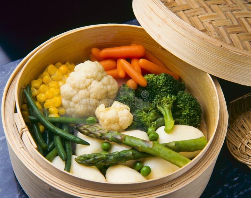 τρόφιμα υγιή βρασμένα στον ατμό λαχανικά στοκ φωτογραφία