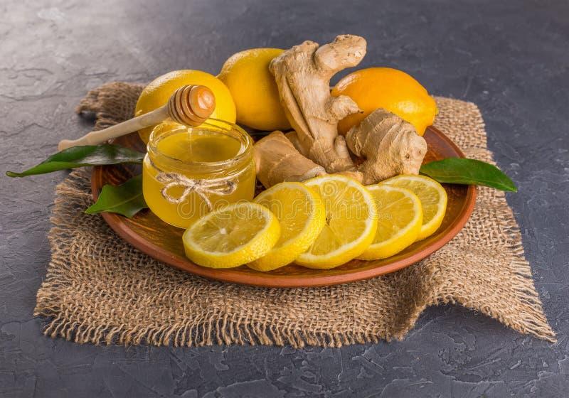 τρόφιμα υγιή Λεμόνι, μέλι και πιπερόριζα Μέλι και πιπερόριζα λεμονιών Ð ¡ oncept των υγιών τροφίμων, που ενισχύουν την ασυλία και στοκ εικόνες