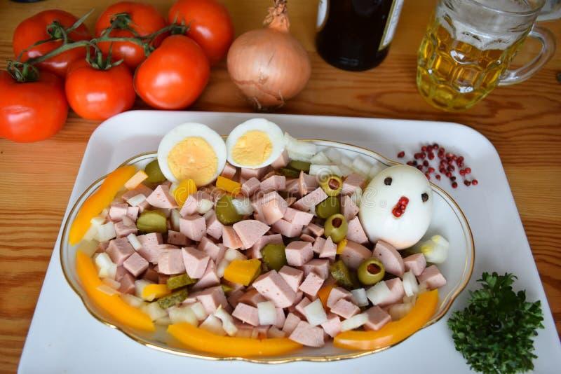 Τρόφιμα, Lyoner, λουκάνικο, γερμανικό λουκάνικο Lyoner, σαλάτα Lyoner, γερμανικό Fleischwurst, γερμανικό λουκάνικο Lyonerring, δα στοκ εικόνα με δικαίωμα ελεύθερης χρήσης