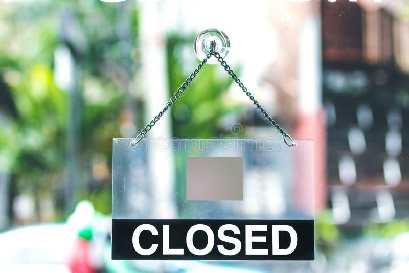 Τρύγος που φαίνεται κλειστό σημάδι σε μια αίθουσα εκθέσεως καταστημάτων Λεωφόρος αγορών Ασία στοκ εικόνα