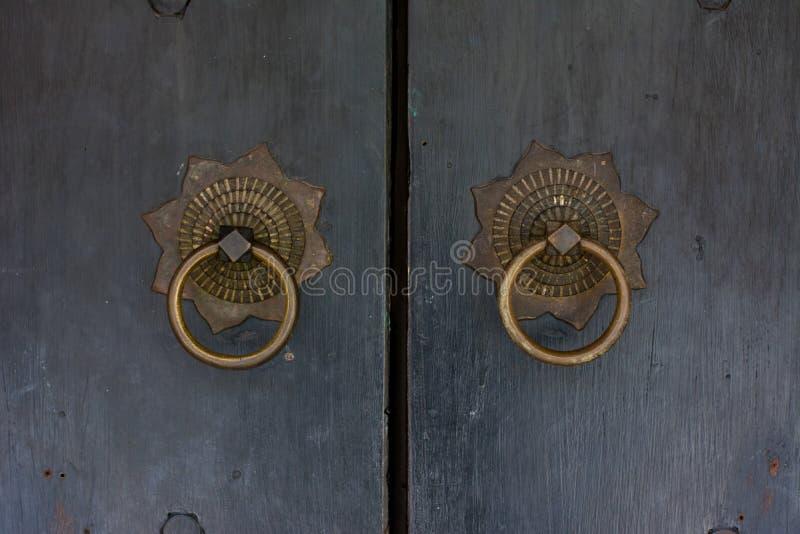 Τρύγος του ύφους πορτών λαβών στοκ εικόνες