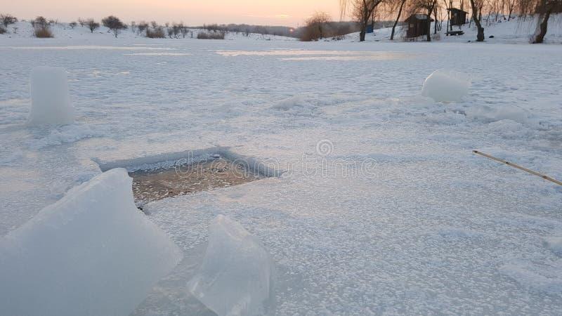 Τρύπα αλιείας πάγου στοκ φωτογραφίες