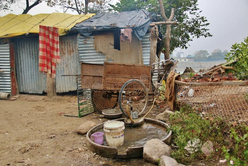 Τρώγλη των φτωχών ανθρώπων στοκ φωτογραφία με δικαίωμα ελεύθερης χρήσης