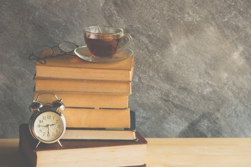τσάι βιβλίων στοκ εικόνες