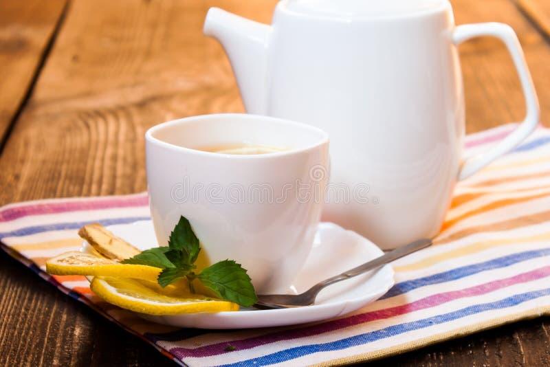 Download τσάι λεμονιών πιπεροριζών στοκ εικόνα. εικόνα από φλυτζάνι - 62717965