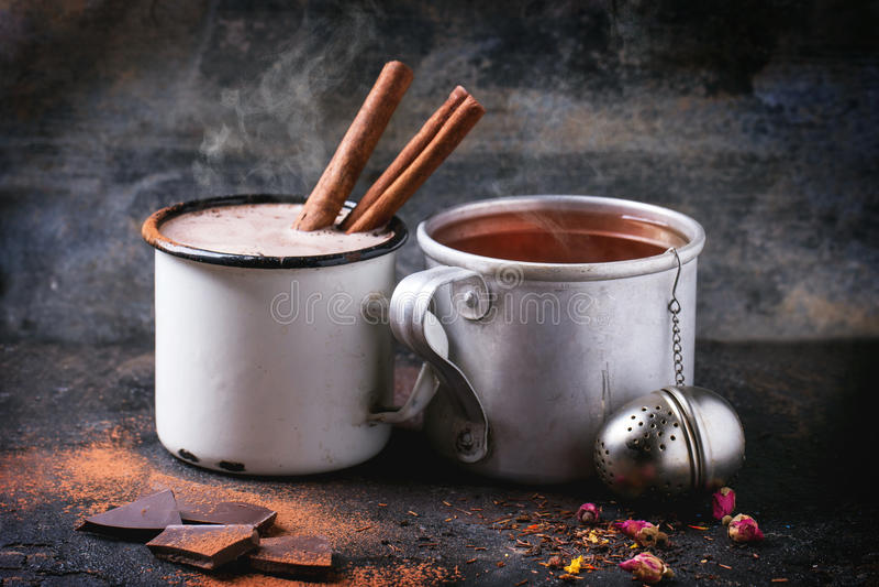 Τσάι και καυτή σοκολάτα στοκ φωτογραφία