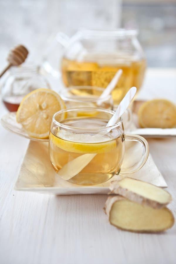 Τσάι και μέλι λεμονιών πιπεροριζών στοκ φωτογραφίες