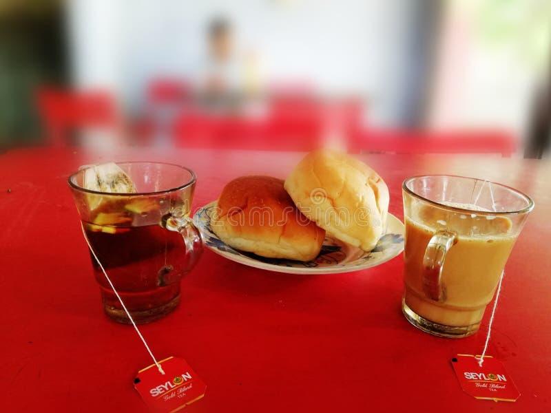 Τσάι και ψωμί ως πρόγευμα στοκ φωτογραφία
