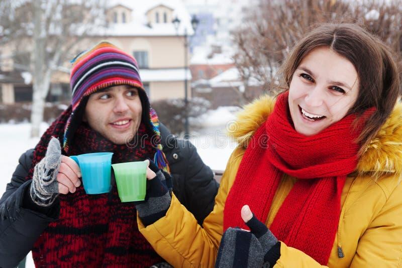 Τσάι κατανάλωσης ζεύγους στοκ φωτογραφία