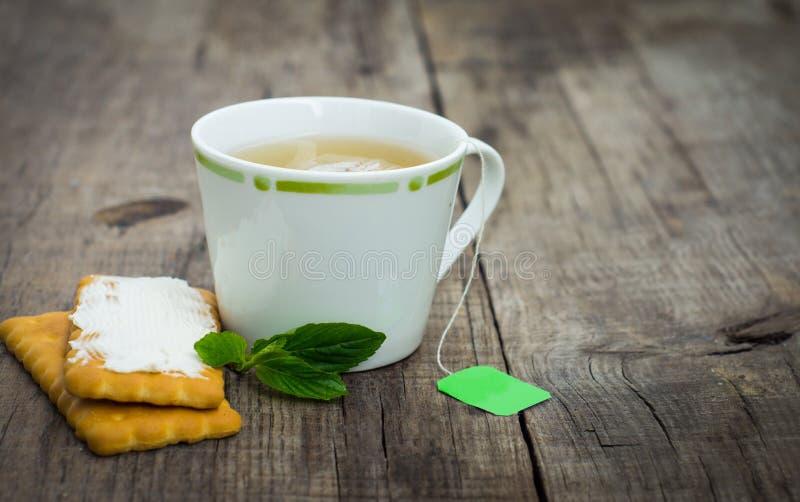 Τσάι μεντών με το μπισκότο στοκ εικόνα με δικαίωμα ελεύθερης χρήσης