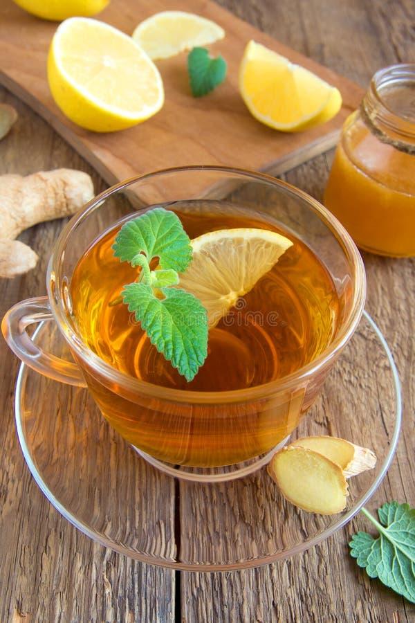 Download Τσάι με το λεμόνι και τη μέντα Στοκ Εικόνα - εικόνα από φύλλο, απομονωμένος: 62719303