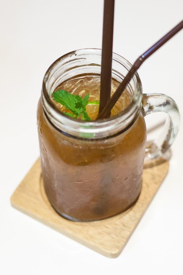Τσάι πάγου στην κούπα βάζων στοκ εικόνα