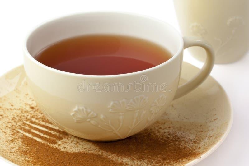 τσάι πιατακιών φλυτζανιών στοκ εικόνα