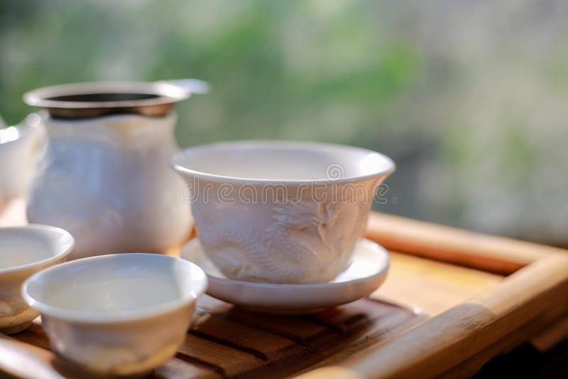 Τσάι που τίθεται στον ξύλινο πίνακα στοκ εικόνες