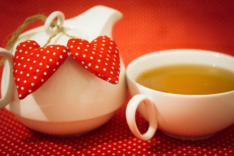 Τσάι πρωινού βαλεντίνου στοκ εικόνα με δικαίωμα ελεύθερης χρήσης