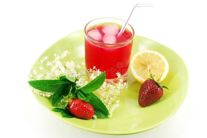 τσάι φραουλών λεμονιών πάγ&om στοκ εικόνες