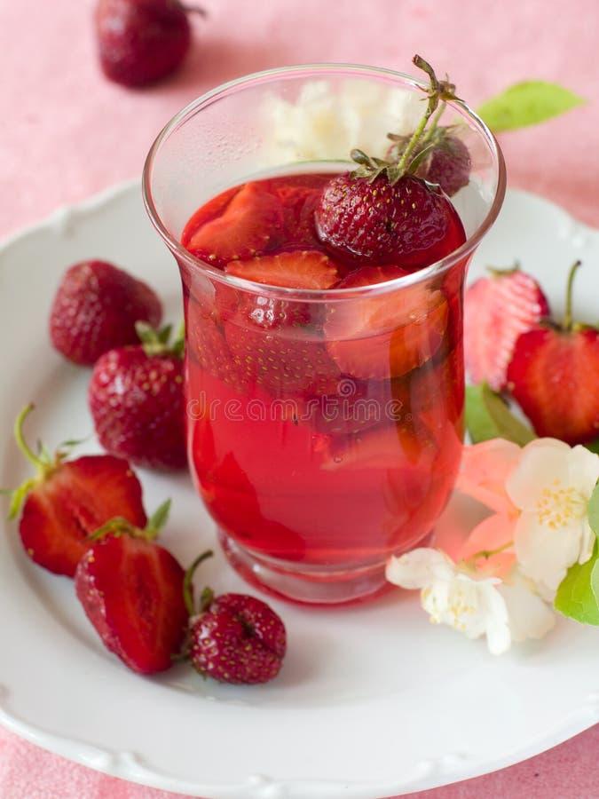 τσάι φραουλών στοκ φωτογραφία με δικαίωμα ελεύθερης χρήσης