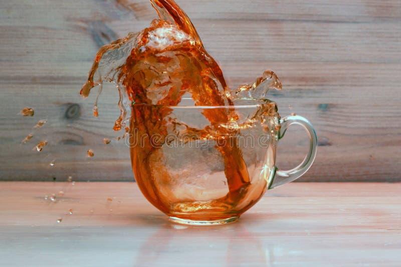 Τσάι Puring στο διαφανές φλυτζάνι στοκ εικόνα