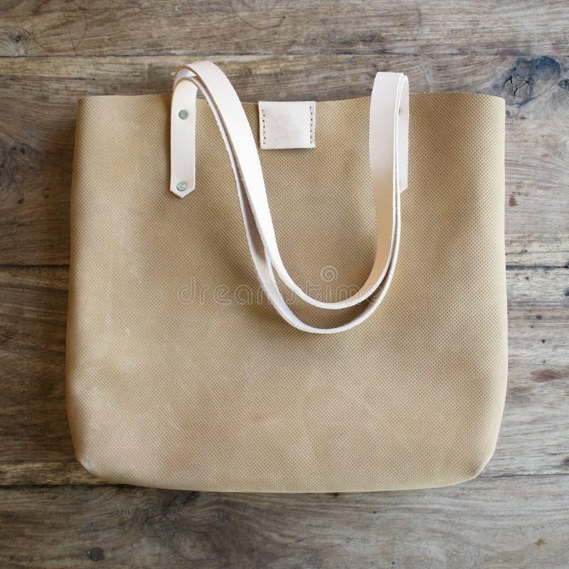 Τσάντα δέρματος γυναικείων σχεδιαστών στοκ εικόνες