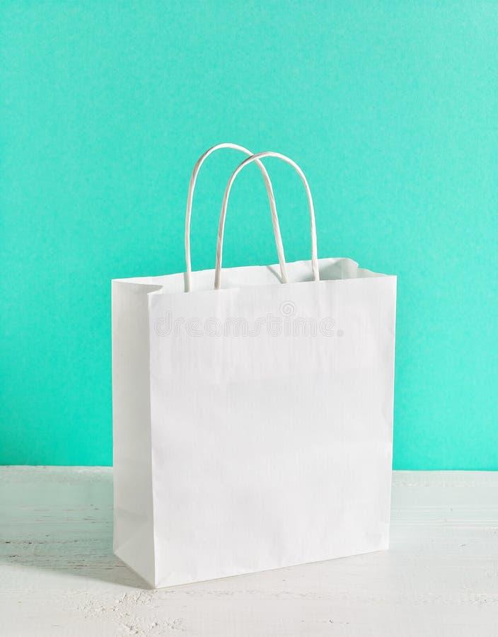 Τσάντα αγορών της Λευκής Βίβλου στοκ φωτογραφία