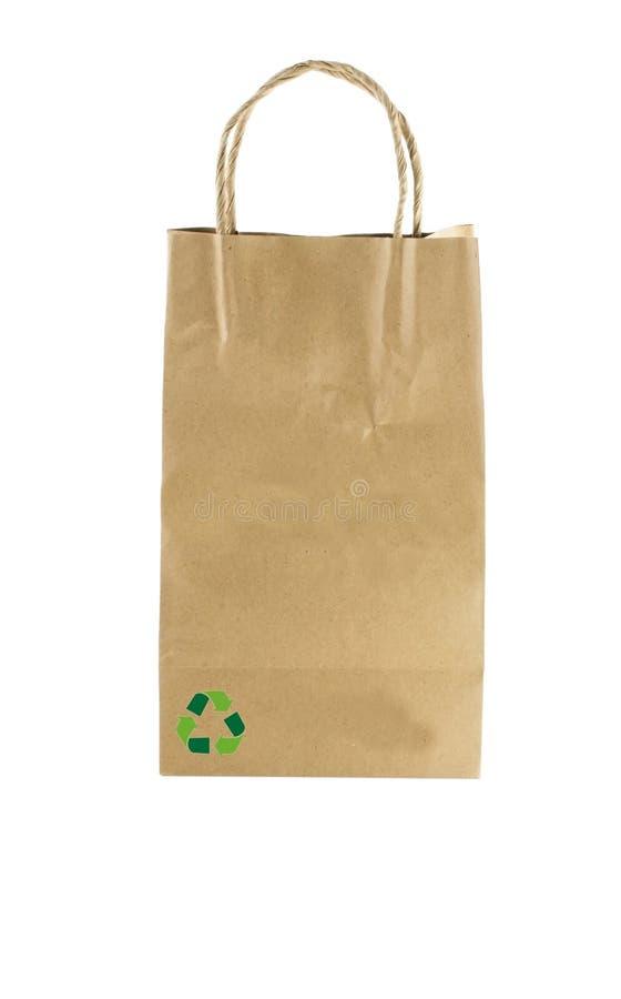 Τσάντα εγγράφου στο λευκό με και το ανακύκλωσης σύμβολο στοκ εικόνες με δικαίωμα ελεύθερης χρήσης