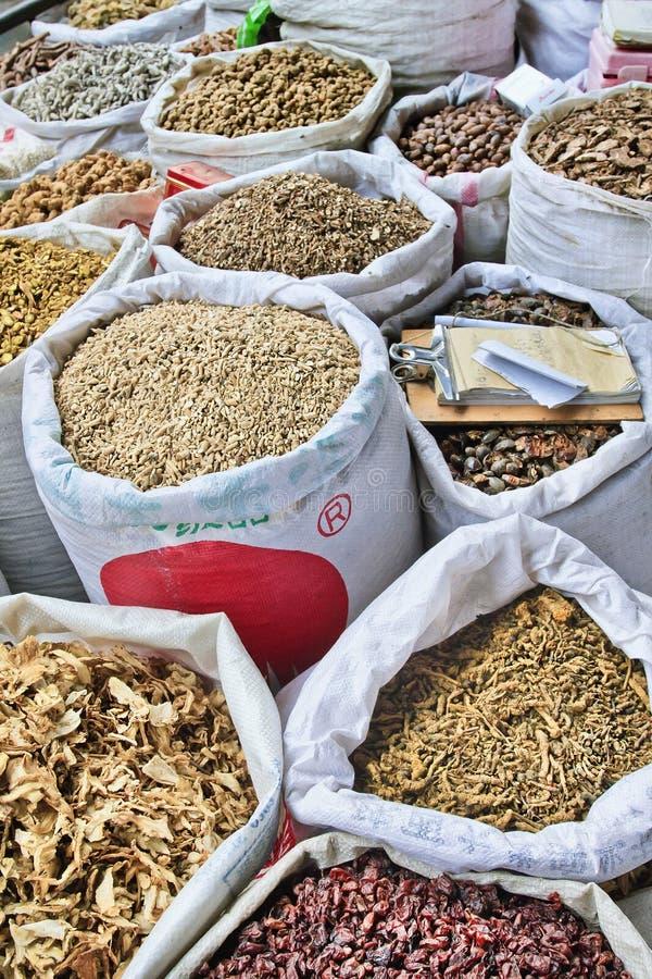 Τσάντες με τα χορτάρια στη βοτανική και αγορά ιατρικής, Xian, Κίνα στοκ φωτογραφία με δικαίωμα ελεύθερης χρήσης