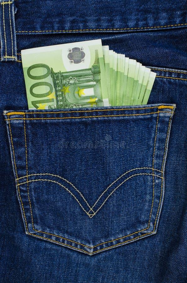 Τσέπη τζιν παντελόνι με τους ευρο- λογαριασμούς στοκ φωτογραφία με δικαίωμα ελεύθερης χρήσης