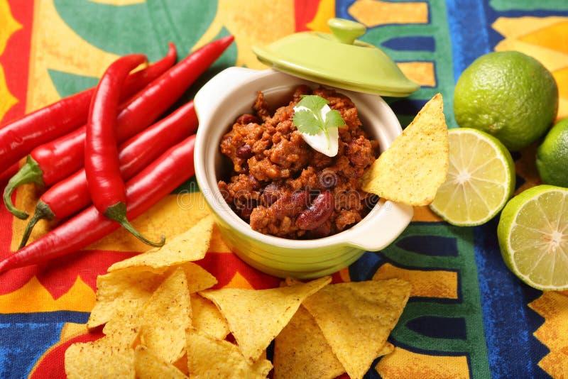 Τσίλι con carne και nachos στοκ εικόνες