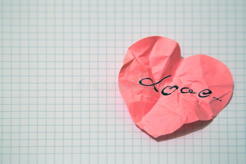 Τσαλακωμένη καρδιά εγγράφου στοκ εικόνα με δικαίωμα ελεύθερης χρήσης