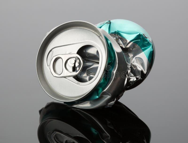 Τσαλακωμένο δοχείο ποτών στοκ φωτογραφία με δικαίωμα ελεύθερης χρήσης