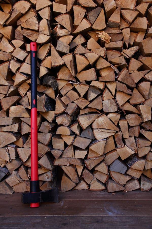 Τσεκούρι και καυσόξυλο στοκ φωτογραφία με δικαίωμα ελεύθερης χρήσης