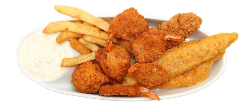 Τσιγαρισμένα γαρίδες, ψάρια και κοτόπουλο στοκ φωτογραφία με δικαίωμα ελεύθερης χρήσης